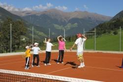 5 Tennis Sandplätze...