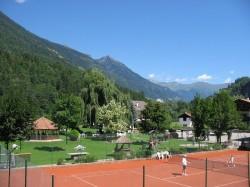 Hauseigener Tennisplat...